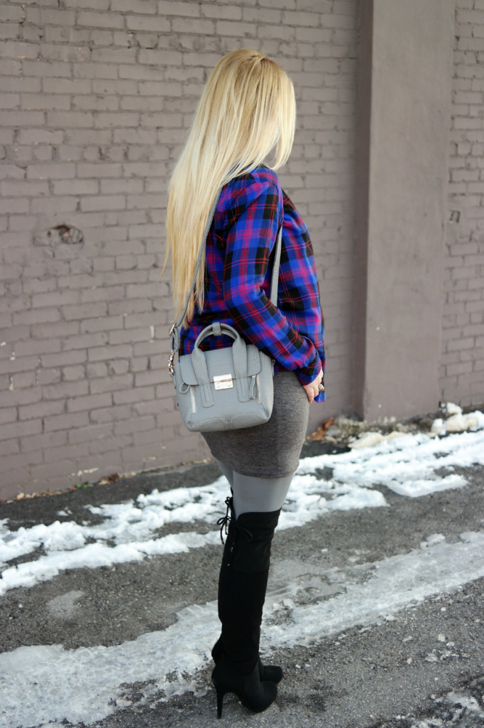 Plaid shirt , plaid maternity shirt, maternity look, maternity style, preggo leggings, over the knee boots